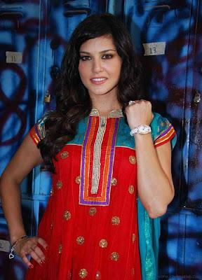 Pictures of sunny leone in indian dress sunny leone pictures photo 2