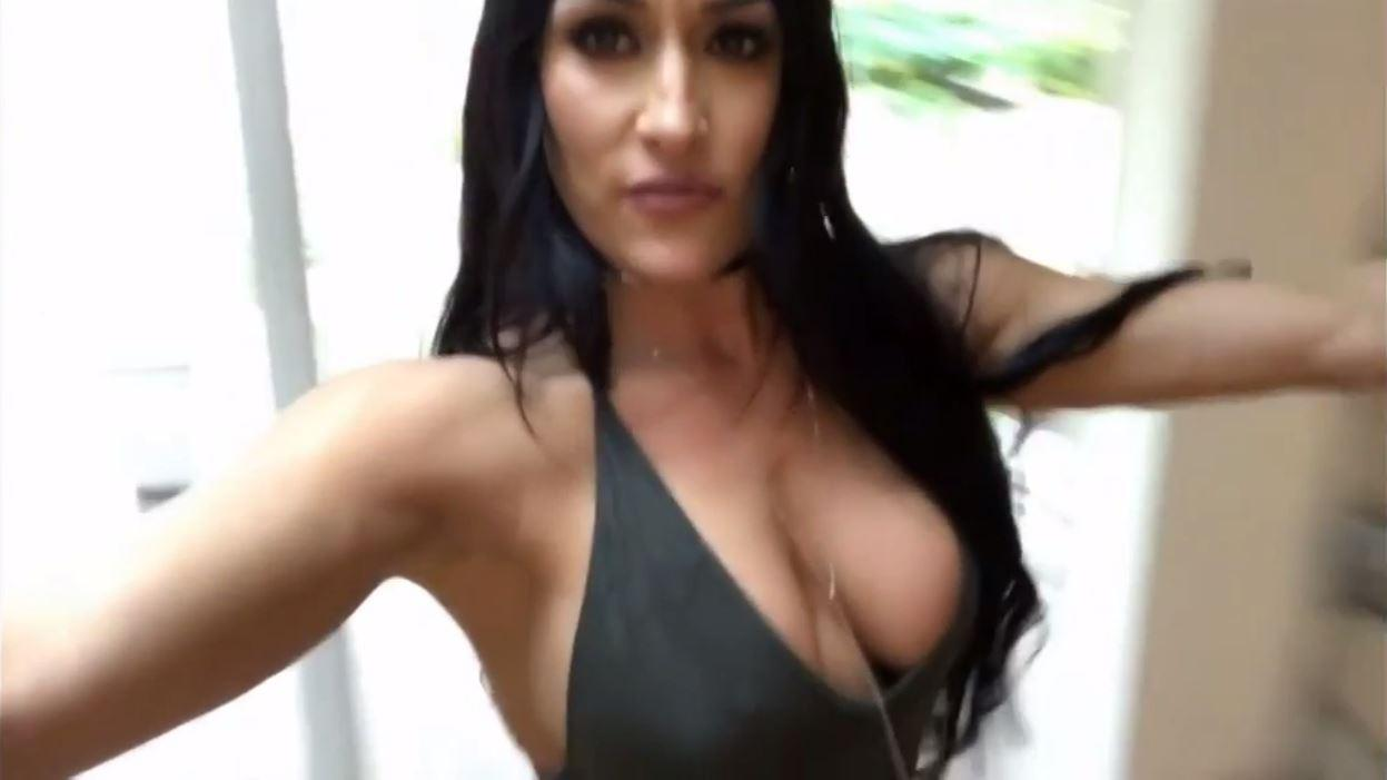 Busty cam girl playing with herself post photo 4