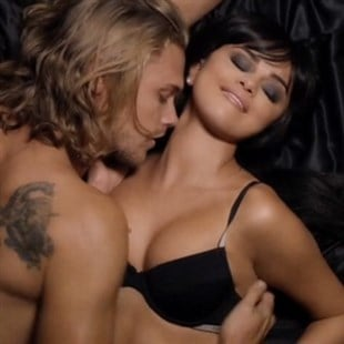 Selena gomez hands to myself porn music video photo 1