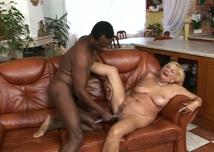 Milf tara gets double fucked and sucks two cocks pichunter